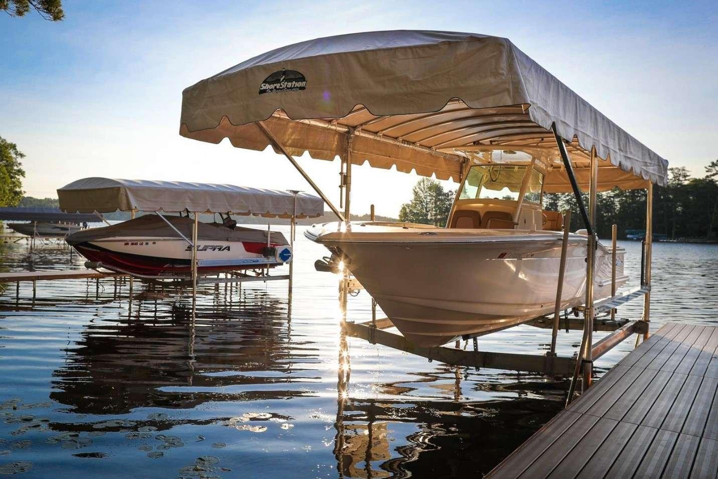 Custom boat lifts installer